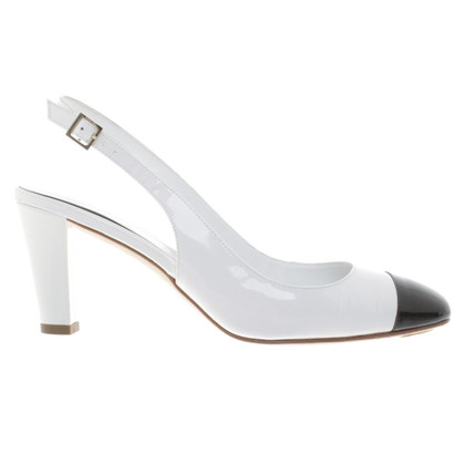 Chanel pumps in bianco