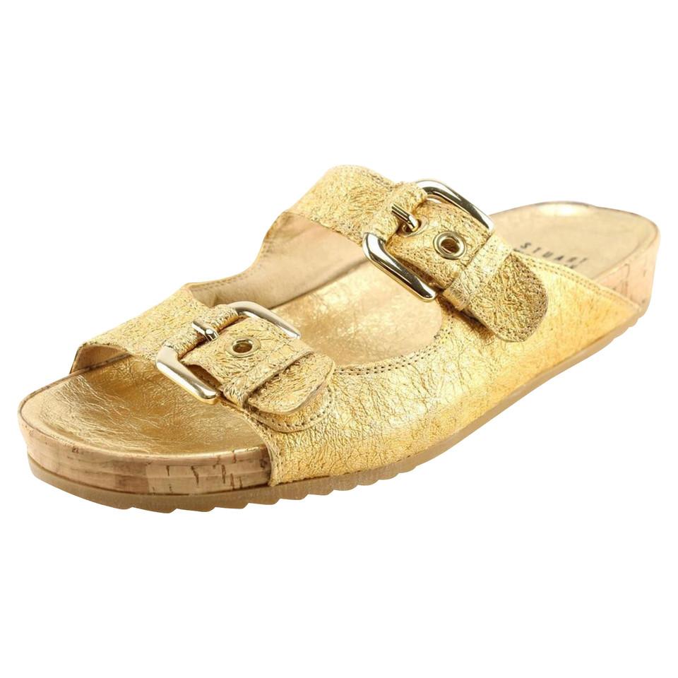 stuart weitzman goldfarbene sandalen second hand stuart weitzman goldfarbene sandalen. Black Bedroom Furniture Sets. Home Design Ideas