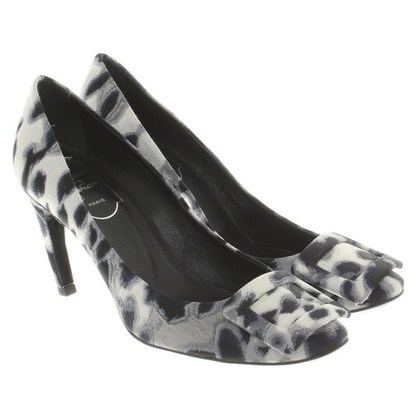 Roger Vivier pumps with pattern