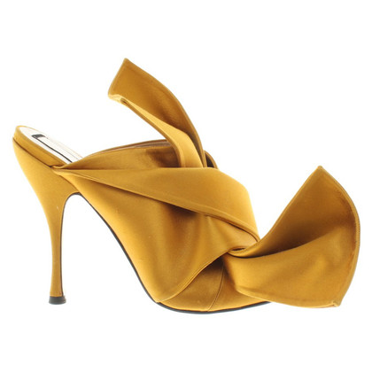 N°21 Sandals in mustard yellow
