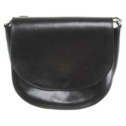 Closed Saddle Bag in black
