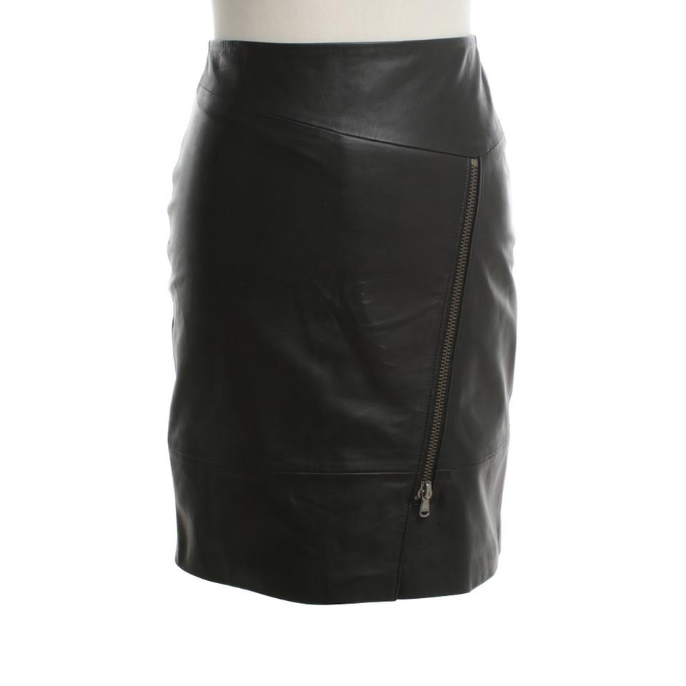 Schoudertassen Boss : Hugo boss lederen rok in zwart koop tweedehands