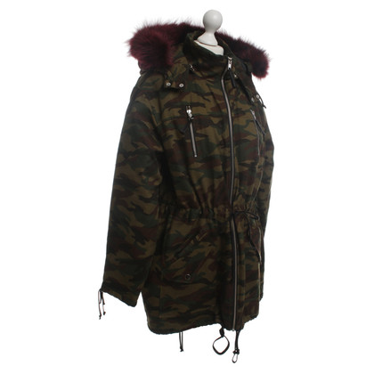 Elisabeth and James Jacke im Army-Stil