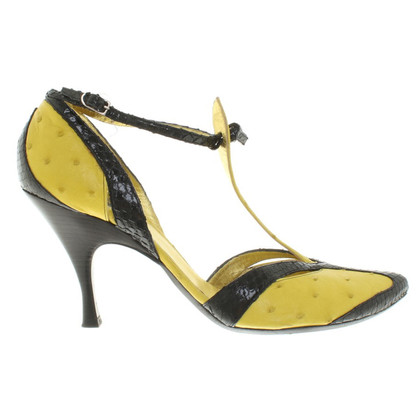 Bottega Veneta pumps in black / yellow