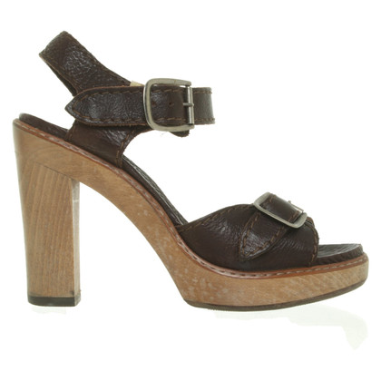 Chloé Sandals in brown