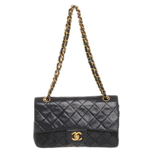 Chanel Classic Flap Bag Small en Cuir en Noir - Acheter Chanel ... f8840a173fcf1