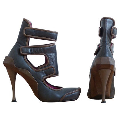 Céline Pumps mit Cut Out