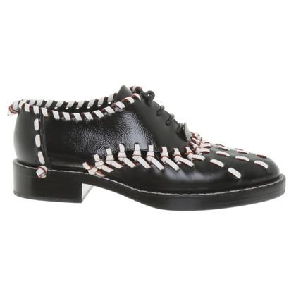 Louis Vuitton Schnürschuhe aus Lackleder