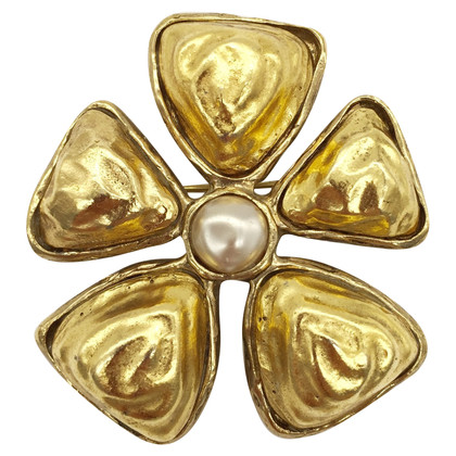 Chanel Chanel brooch Collector