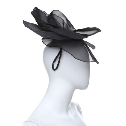 Giorgio Armani Hut / Fascinator in Schwarz