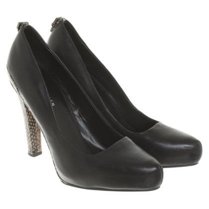 Karen Millen pumps made of leather
