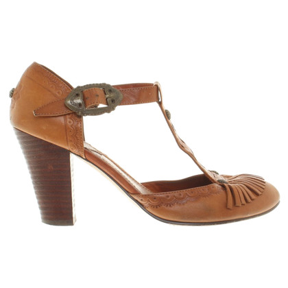 Ash pumps in brown