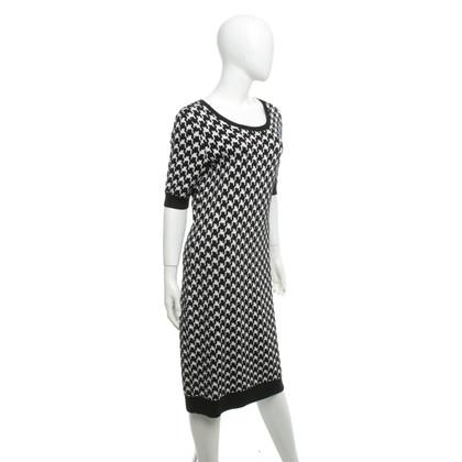 Hugo Boss Robe en tricot en noir et blanc