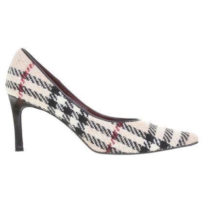 Burberry Pumps logo pattern