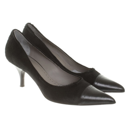 Hugo Boss pumps with pony fur