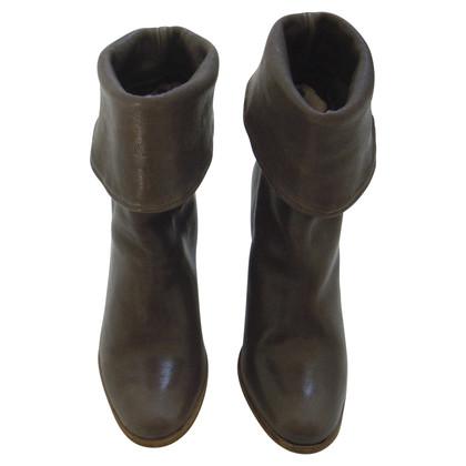 Humanoid Boots