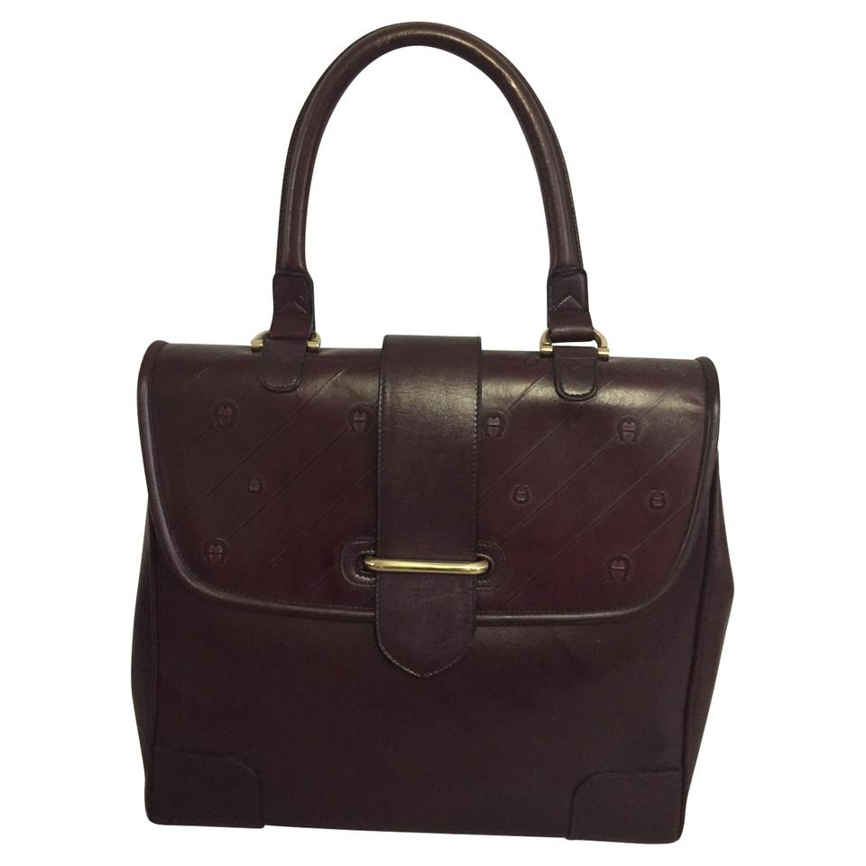 aigner handtasche second hand aigner handtasche gebraucht kaufen f r 290 00 2481706. Black Bedroom Furniture Sets. Home Design Ideas