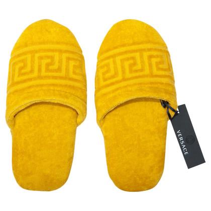 Versace Chaussons en jaune