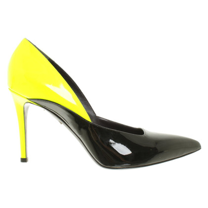 Talbot Runhof pumps in black / yellow