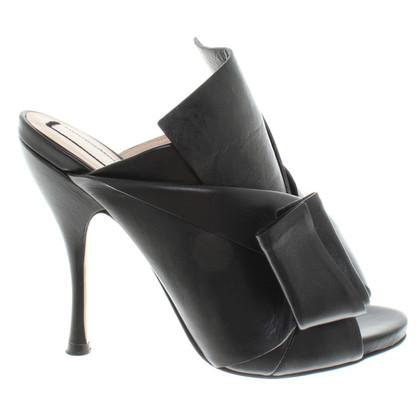 N°21 Peep-dita dei piedi in nero