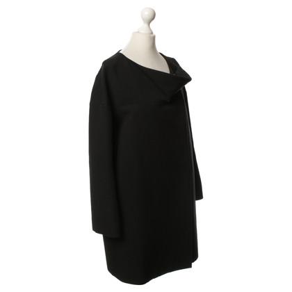 Chloé Jas in zwart