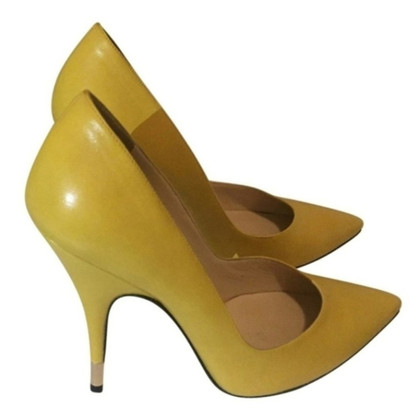 Dolce & Gabbana pumps in yellow