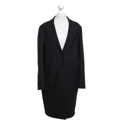 Closed Coat in black