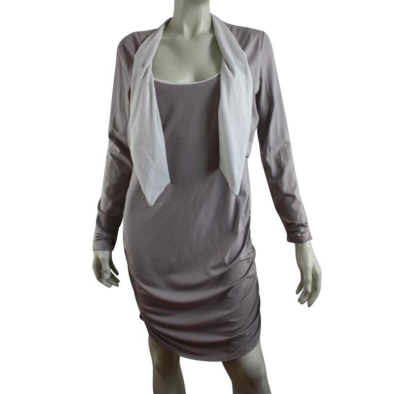 Kort jasje op jurk