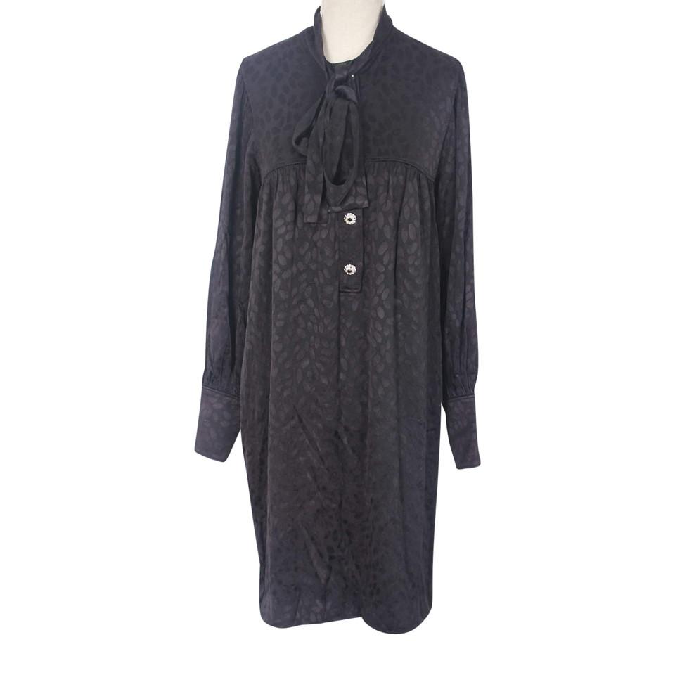 yves saint laurent robe acheter yves saint laurent robe second hand d 39 occasion pour 450 00. Black Bedroom Furniture Sets. Home Design Ideas