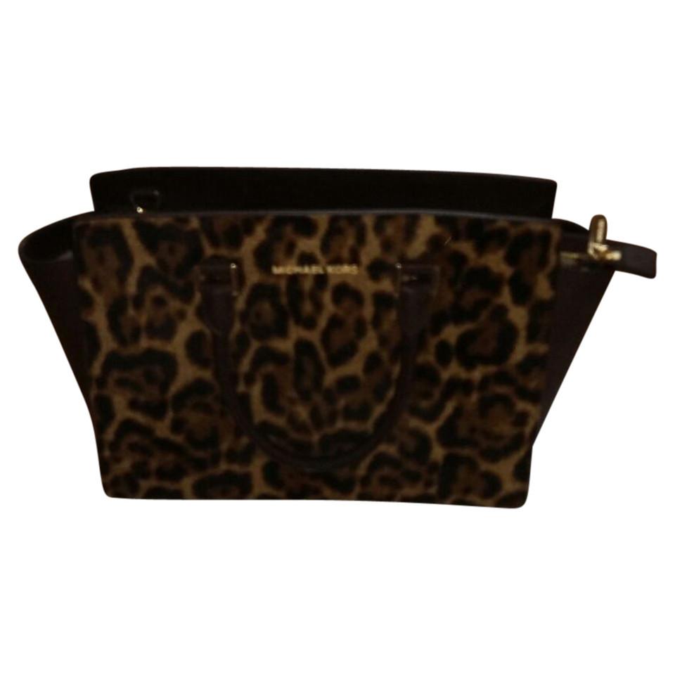 michael kors handtasche mit leoparden muster second hand michael kors handtasche mit leoparden. Black Bedroom Furniture Sets. Home Design Ideas