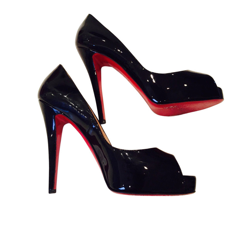 Christian Louboutin Peep in black
