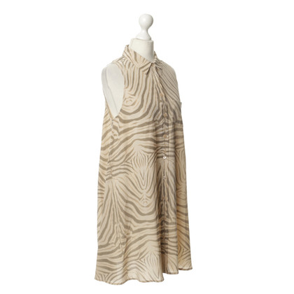Equipment Silk dress in the animal look