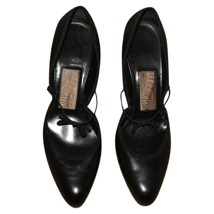Salvatore Ferragamo pumps made of leather