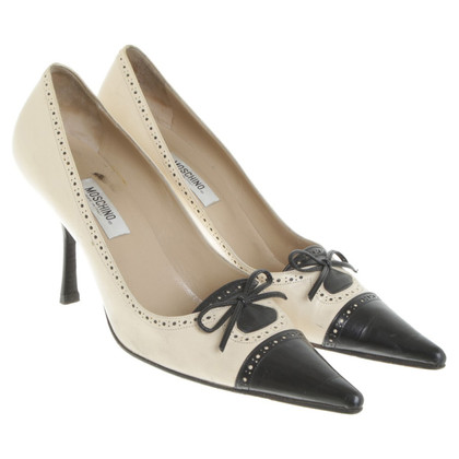 Moschino pumps with Lyra perforation
