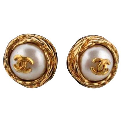 "Chanel Art Boucles d'oreilles perle ""Logo Mania"""