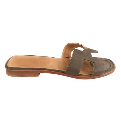 Hermès Olijf/taupe sandalen