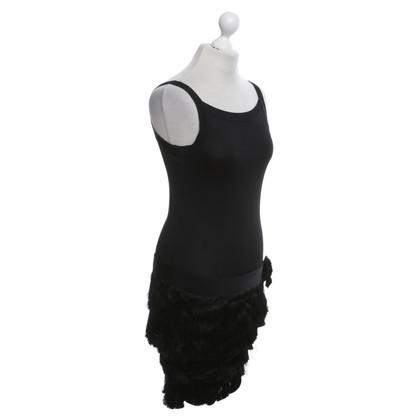 Paule Ka Vestito di nero