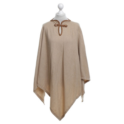 Hermès Cape in Ocker