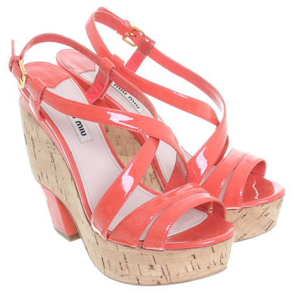 Miu Miu Lackleder Sandalen mit Korkabsatz