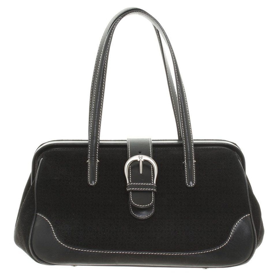 aigner handtasche in schwarz second hand aigner handtasche in schwarz gebraucht kaufen f r 110. Black Bedroom Furniture Sets. Home Design Ideas