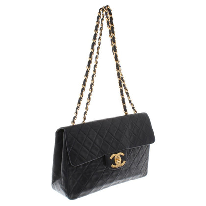 "Chanel ""Jumbo Flap Bag"" in Schwarz"