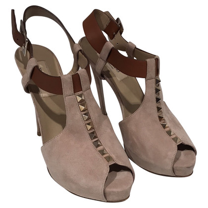 Valentino Suède sandalen Rockstud in nude