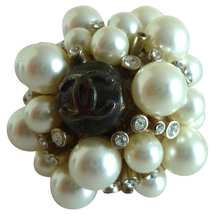 Chanel Ring with pearls