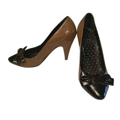 Moschino Cheap and Chic Lackleder-Pumps