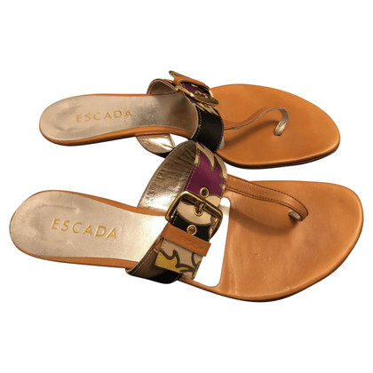 Escada Toe separator with pin buckle