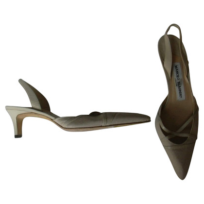 Manolo Blahnik Manolo Blahnik Cream Slingbacks