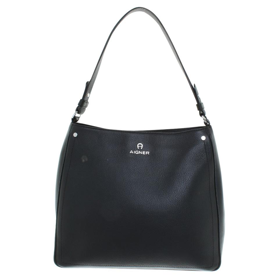 aigner handtasche in schwarz second hand aigner handtasche in schwarz gebraucht kaufen f r 280. Black Bedroom Furniture Sets. Home Design Ideas
