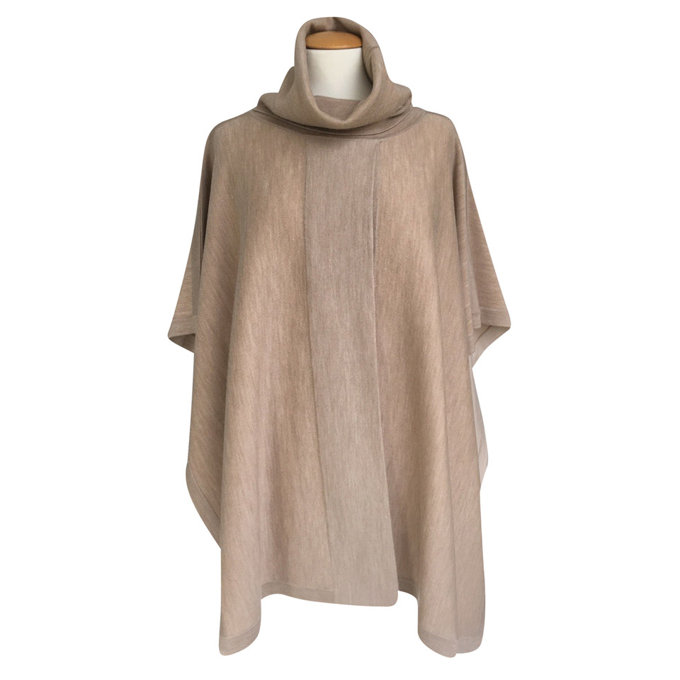hugo boss poncho aus wolle second hand hugo boss poncho aus wolle gebraucht kaufen f r 199 00. Black Bedroom Furniture Sets. Home Design Ideas