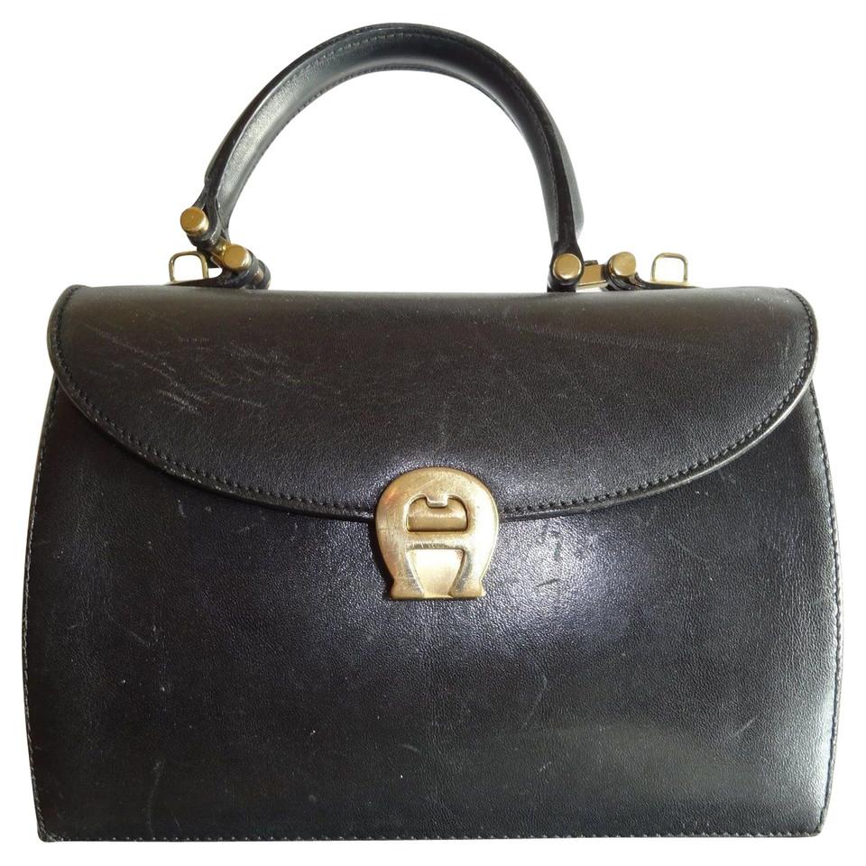 aigner handtasche aus leder second hand aigner handtasche aus leder gebraucht kaufen f r 240. Black Bedroom Furniture Sets. Home Design Ideas
