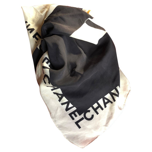 df314c3f Chanel Black and white silk scarf - Second Hand Chanel Black and ...